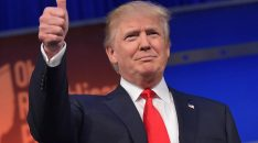 donald-trump-flashes-the-thumbs-