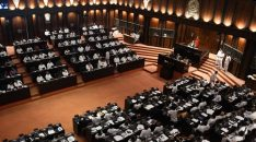 Members of the Sri Lankan parliament gather in the assembly hall in Colombo on November 14, 2018, as a majorty voted to pass a motion of no-confidence in the controversially appointed government of Mahinda Rajapakse. - Speaker Karu Jayasuriya ruled November 14 that a majority of the 225-member assembly supported the motion against Rajapakse who was made prime minister on October 26 in place of Ranil Wickremesinghe. (Photo by LAKRUWAN WANNIARACHCHI / AFP)